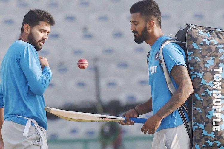 हालांकि वेस्टइंडीज के खिलाफ अमेरिकी धरती पर खेले गए दो मैचों टी-20 सीरीज भारत के लिए सफल नहीं रही, लेकिन बेहद रोमांचक साबित हुई। लोकेश राहुल के रूप में भारत को इस सीरीज ने नायाब बल्लेबाज दिया। राहुल ने 46 गेंदों में शतक ठोकते हुए अंतर्नेशनल टी-20 में भारत के सबसे तेज शतकवीर होने का कारनामा किया। इसके बाद भारतीय टीम ने टेस्ट क्रिकेट के लंबे सत्र की शुरुआत की और भारतीय क्रिकेट पर कोहली का जादू इस दौरान सिर चढ़कर बोला।