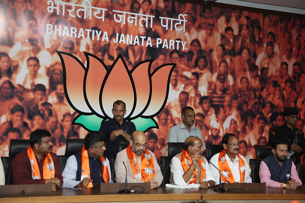 यूपी : ये है भाजपा की नई चुनावी रणनीति, मोदी के इस दांव में बुरी तरह घिरे सारे सियासी दल..!