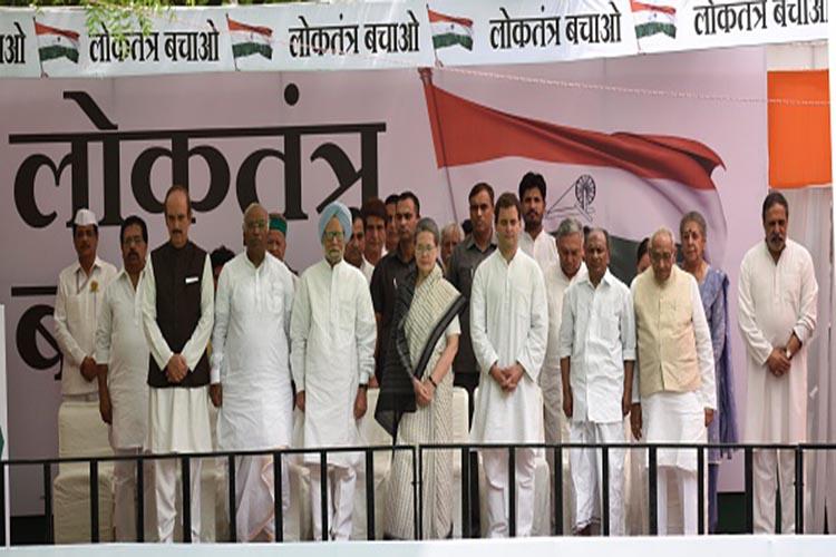 यूपी : कांग्रेस के लिए खतरे की घंटी, कटघरे में सोनिया-राहुल, कमजोर हुआ लोकतंत्र..!