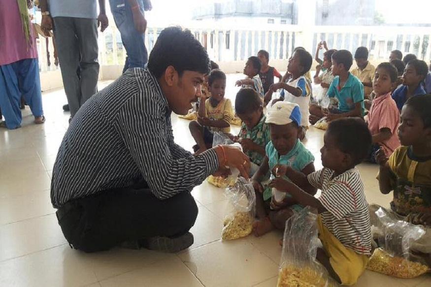 पल्स पोलियो अभियान के समय खास सर्तकता होती है रमेश घोलप की, ताकि कोई बच्चा छूटे नहीं.