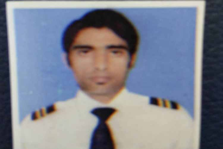 देहरादून के जौनसार बावर में रहने वाले संजय सिंह चौहान मलेशिया जेल में बंद हैं.