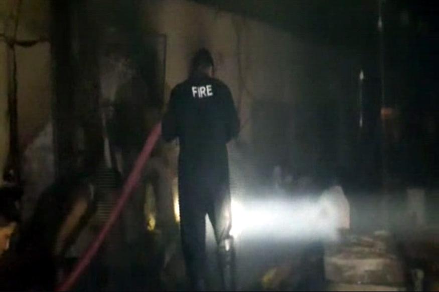VIDEO: गत्ता बनाने की फैक्ट्री में आग, लाखों का नुकसान