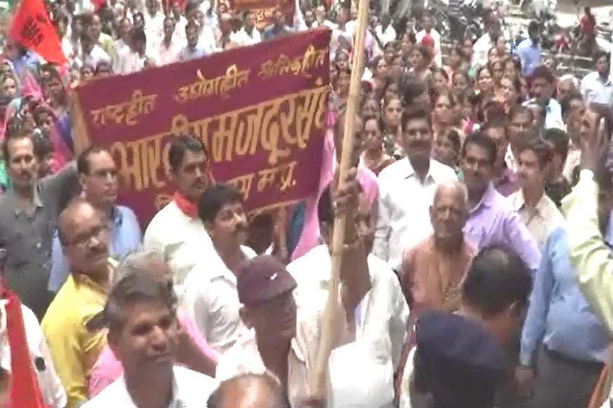 VIDEO: शोषण से मुक्ति के लिये मज़दूरों का प्रदर्शन