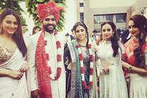एक दूजे के हुए रोहित शर्मा और रितिका, देखें शादी की तस्वीरें