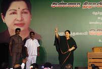 चुनाव से पहले देखें जयललिता और करुणानिधि का ये अंदाज
