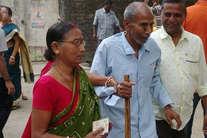 पश्चिम बंगाल में वोटिंग की तस्वीर सामने आई, युवा-बुजुर्ग पहुंचे