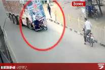 तेज रफ्तार ट्रक के सामने अचानक आया बाइक सवार, डरा देंगी ये तस्वीरें...