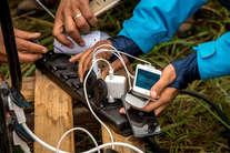 मोबाइल की स्लो चार्जिंग को ऐसे करें फास्ट, ये हैं आसान ट्रिक्स!