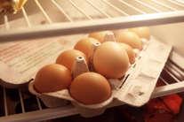 फ्रीज में रखते हैं अंडा तो हो जाएं सावधान, हो सकता है ये खतरा!