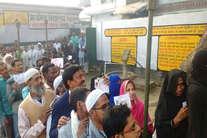 #UPvotes : सबसे पहले वोट, 'आम' से 'खास' तक में दिखा उत्साह