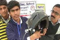 9वीं के छात्र ने बना डाला ऐसा हेलमेट, जो फोन को करता है चार्ज और गर्मियों में देता है ठंडी हवा