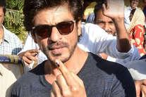 बीएमसी चुनावों में बॉलीवुड सितारों ने भी डाला वोट, देखें तस्वीरें