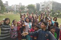 वैलेंटाइन डे: गरीब बच्चों के लिए बन गया यादगार