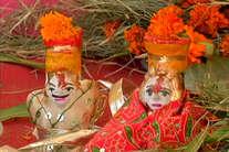पार्वती ने महिलाओं को दिया था ये वरदान, तब से सज रहा है ईसर-गौरा का दरबार