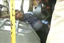 PHOTOS: ड्राइवर ने लॉक किए बस के ऑटोमैटिक गेट, तो पकड़ा गया जेबकट
