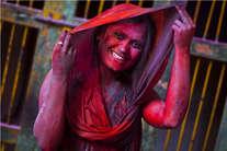 होली के रंग में रंगा बांके बिहारी मंदिर, पूरे ब्रज में छाई सतरंगी छटा