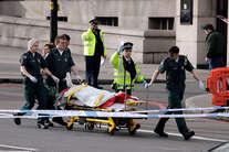 देखें: आतंकी हमले से थर्राया लंदन, फायरिंग होते ही बदहवास भागे लोग
