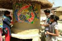 यूपी के इस गांव में भारतीय कला को सहेजने के लिए जारी है मुहिम