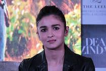 डिप्रेशन की शिकार हैं महेश भट्ट की ये बेटी, आलिया भी नहीं कर पा रहीं मदद!