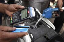 Exclusive : पेट्रोल पंप पर कार्ड से पेमेंट करने पर वसूला जा रहा है ज्यादा पैसा