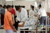 दिल्ली, महाराष्ट्र में मेडिकल सेवाएं ठप्प, 5वें दिन भी काम पर नहीं लौटे डॉक्टर
