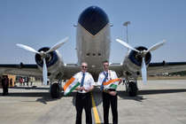 दुनिया का चक्कर लगा रहा सबसे पुराना हवाई जहाज नागपुर पहुंचा