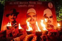 आजादी के 70 साल बाद भी शहीद क्यों नहीं माने जाते भगत सिंह?