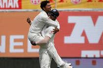 Ind vs Aus Day-1:  'चाइनामैन' के आगे फेल हुए कंगारू, पहले दिन 300 रन पर सिमटी पारी