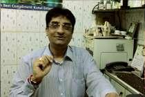 ये हैं मुंबई के डॉक्टर मोदी, रोज 500 बुजुर्गों को मुफ्त में खिलाते हैं खाना