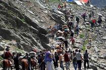 पत्थरबाजों का खतरा: अमरनाथ यात्रा के दौरान पड़ेगी बुरहान वानी की बरसी