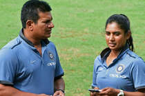 EXCLUSIVE: महिला क्रिकेट टीम की सफलता के पीछे है इस पुरुष का हाथ