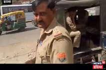 जीप में खुलेआम बीयर पीते दिखे पुलिसकर्मी, कैमरा देखकर भड़के