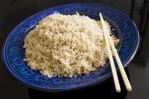 चावल हमारे भोजन का खास हिस्सा है कुछ लोगों का पेट बिना चावल के भरता ही नहीं. पर क्या आप चावल के बारे में वो तमाम बाते जानते हैं, जो जानन चाहिए, कुछ बेहद अलग? आइए जानते हैं चावल के बारे में 8 खास बातें जो आप नहीं जानते होंगे.