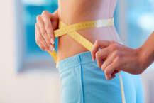 हर इंसान चाहता हैं कि वो हेल्दी रहे और फिट रहें. खासतौर पर जो लोग मोटे होते हैं, वो दुबले होने के लिए जिम, योगा, सब करते हैं, कई लोग तो डाइटिंग के नाम पर खाना भी बंद कर लेते हैं, लेकिन इन सबसे वजन कम हो या ना लेकिन सेहत जरूर बिगड़ जाती है. हम आपको बता रहे है कुछ डाइट प्लान जिसे आजमाकर आप 7 दिन में 5 किलो तक वजन घटा सकते हैं. (Photo Getty Images से)