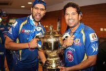 मुंबई इंडियंस ने तीसरी बार जीता आईपीएल का खिताब. उसने फाइनल मुकाबले में राइजिंग पुणे सुपरजाएंट को सिर्फ एक रन से हरा दिया. आखिरी ओवर में पुणे को 11 रन चाहिए थे, लेकिन मिचेल जॉनसन ने जोरदार बॉलिंग करते हुए पुणे को हार के लिए मजबूर कर दिया. हाई वोल्टज मुकाबले में मुंबई की टीम ने पहले बैटिंग करते हुए 8 विकेट के नुकसान पर 129 रन बनाए. जवाब में राइज़िंग पुणे सुपरजाएंट की टीम 6 विकेट पर 128 रन ही बना सकी. (images: BCCI)