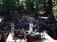 जम्मू कश्मीर में पुलवामा के त्राल इलाके में सुरक्षा बलों के टॉप हिज्बुल कमांडर सबज़ार अहमद भट्ट को मार गिराने के बाद इलाके में रविवार को उसका अंतिम संस्कार किया गया. आतंकी सबजार के जनाजे में हजारों की संख्या में लोग शामिल हुए.