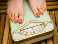 जैसे मोटे लोग पतले होने के लिए परेशान रहते हैं, वैसे ही पतले लोग भी मोटा होने लिए कई जतन करते हैं. ऐसे बहुत सारे लोग हैं, जो दुबले होने की वजह से हीन भावना से ग्रस्त रहते हैं और मोटा होने के लिए डॉक्टरों के चक्कर तक लगाते हैं. आइए आपको बताते हैं पांच ऐसी चीजें जो आप खानें में शामिल कर दुबलेपन की समस्या से छुटकारा पा सकते हैं.