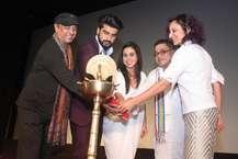 मुंबई में बुधवार को 'कशिश क्वीयर फ़िल्म फ़ेस्टिवल के आठवें संस्करण का आगाज़ हो गया. इसमें समलैंगिकता विषय से जुड़ी 45 देशों की 147 फिल्में दिखाई जाएंगी.