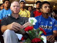 भारतीय क्रिकेट टीम को कोचिंग देना दुनिया के सबसे मुश्किल कामों में से एक है. भारत एक क्रिकेट प्रेमी देश है जहां टीम से लोगों को काफी ज़्यादा उम्मीदें होती हैं. ऐसे में कप्तान और कोच का काम काफी दबाव वाला है. कोच की भूमिका और कठिन हो जाती है जब टीम में काफी लोकप्रिय खिलाड़ी होते हैं, जिन्हें लोग क्रिकेट का सबकुछ मानते हैं. ये टास्क और चुनौतीपूर्ण हो जाता है जब टीम हारती है. टीम के साथ-साथ कोच की आलोचना भी ख़ूब होती है. (Image Source: BCCI)