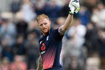 बेन स्टोक्स के शानदार शतक के बाद मार्क वुड की प्रभावी गेंदबाज़ी से इंग्लैंड ने दूसरे वनडे में रोमांचक मुकाबले में दक्षिण अफ्रीका को दो रन से हराकर सीरीज़ जीत ली. इस जीत से इंग्लैंड ने तीन मैचों की सीरीज़ में 2-0 की विजयी बढ़त बना ली है. तीसरा मैच लॉर्ड्स में सोमवार को खेला जाएगा. (Image Source: Getty)