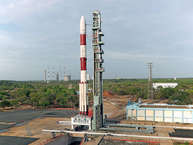 इंडियन स्पेस रिसर्च ऑर्गनाइजेशन (इसरो) ने आंध्र प्रदेश के श्रीहरिकोटा से 30 सह-उपग्रहों के साथ कार्टोसैट-2 श्रृंखला के उपग्रह को लॉन्च कर दिया. आइए जानते हैं क्या है इसरो के कार्टोसैट-2 की खासियत. (Images source : isro.gov.in)