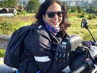 महाराष्ट्र के पालघर में सड़क पर गड्ढे की वजह से एक महिला बाइकर की जान चली गई. (All Photos-facebook)