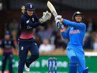 महिला विश्व कप का फाइनल मुकाबले भारत और इंग्लैंड के बीच आज खेला जाना है. ये रोमांचक मुकाबला क्रिकेट के मक्का यानी लॉर्ड्स पर होगा. लॉर्ड्स का मैदान भारतीय क्रिकेट के लिए हमेशा से भाग्यशाली साबित हुआ है. भारतीय टीम ने साल 1932 में इस ऐतिहासिक मैदान पर अपना सफर शुरू किया था और फिर साल 1983 में भारत ने वर्ल्ड कप फाइनल में तीन साल की चैंपियन वेस्टइंडीज़ को हराकर पहली बार कप अपने नाम किया था. एक बार फिर ऐसा मौका आया है जब भारत लॉर्ड्स के इस मैदान में इतिहास रच सकता है.जब भी इंग्लैंड की ज़मीन पर महिला विश्व कप आयोजित किया गया है तो इंग्लैंड टीम हमेशा ही विजेता रही है. वहीं टीम इंडिया 12 साल बाद विश्व कप फाइनल मैच खेलने जा रही है. दोनों ही टीमों में कुछ ऐसे खिलाड़ी हैं जो मैच का रुख बदल कर रख सकते हैं. आइए नज़र डालते हैं इन खिलाड़ियों पर... (Getty)