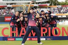 भारत दूसरी बार आईसीसी महिला विश्व कप का खिताब अपने नाम करने से चूक गया. मेजबान इंग्लैंड ने भारत को नौ रनों से हराते हुए रविवार को चौथी बार विश्व कप का खिताब अपने नाम कर लिया. इससे पहले ऑस्ट्रेलिया ने उसे 2005 में हराया था. वर्ल्ड चैंपियन इंग्लिश टीम का जश्न देखते बन रहा था. खिलाड़ियों ने जमकर डांस किया और हर मोमेंट को अपने कैमरे में कैद किया. (Getty Images & twitter)