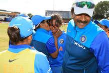 हरमनप्रीत कौर (नाबाद 171) की बेहतरीन पारी के दम पर दिए गए 282 रनों के लक्ष्य के दबाव का भारतीय गेंदबाजों ने भरपूर फायदा उठाते हुए मौजूदा विजेता ऑस्ट्रेलिया को महिला विश्व कप के दूसरे सेमीफाइनल मैच में गुरुवार को 36 रनों से हराते हुए फाइनल में प्रवेश कर लिया. जैसे कंगारू टीम का अंतिम विकेट गिरा. भारतीय टीम का जश्न देखते बन रहा था. (Getty images & BCCI)
