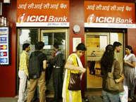 प्राइवेट सेक्टर का सबसे बड़ा लेंडर ICICI बैंक अपने ATM के जरिए 15 लाख रुपये तक का पर्सनल लोन दे रहा है. सैलरी पाने वाले कस्टमर्स ATM के जरिए यह लोन ले सकते हैं. हम आपको बता रहे हैं कि इसके लिए आपको क्या करना होगा.