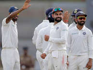 श्रीलंका क्रिकेट टीम के खिलाफ गॉल टेस्ट में भारत ने पहले बल्लेबाज़ी कर अपनी स्थिति मज़बूत कर ली है. दूसरे दिन 600 रनों के विशाल स्कोर के सामने श्रीलंका की शुरुआत अच्छी नहीं रही. श्रीलंका ने अपनी पहली पारी में 5 विकेट सस्ते में गंवा दिए. लेकिन इन दो दिनों में टीम इंडिया के कुछ खिलाड़ियों ने नए रिकॉर्ड अपने नाम किए. इसके अलावा मैच के दूसरे दिन कई दिलचस्प आंकड़े भी सामने आए. (AP)