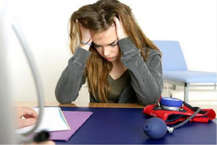 आज की भागती-दौड़ती जिंदगी में तनाव एक आम समस्या बन गई है. ये समस्या तो आम है, लेकिन इसके इफेक्ट जानलेवा हो गए हैं. आइए आपको बताते हैं आप कैसे कर सकते हैं आपके तनाव को कम.