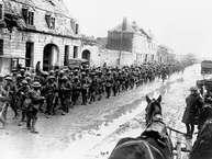 पूरी दुनिया को युद्ध की आग में झोंकने वाले प्रथम विश्व युद्ध को आज 103 साल हो गए हैं. यह 28 जुलाई 1914 को शुरू हुआ था. 11 नवंबर 1918 को युद्धसमाप्त होने तक करीब 55 लाख लोग मारे जा चुके थे.