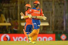 टीम धोनी पर भारी पड़ी रैना की सेना, 7 विकेट से दी मात